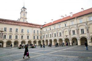 Seksualiniu priekabiavimu apkaltintas S. Jankauskas grįš dirbti į VU