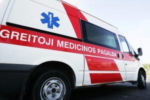 Panevėžyje automobilis užlėkė ant šaligatvio – sužaloti du žmonės