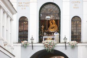 Lenkai žada atsižvelgti į Lietuvos protestą dėl Aušros Vartų atvaizdų pase