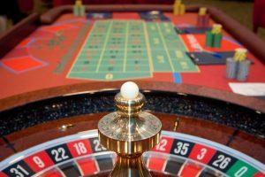 Seime – siekis uždrausti azartinių lošimų reklamą