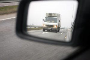 Kaip elgtis, kai kelyje jus gąsdina įtartini vairuotojai
