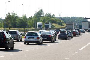 Ragina atsisakyti papildomų mokesčių dyzeliniams automobiliams