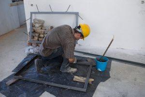 Vyras remontuodamas namus aptiko savadarbį šautuvą