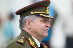 Kariuomenės vadas teigia remiantis ministro sprendimą dėl KOP vado
