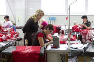 Lietuvos pramonės įmonėse atlyginimai auga, darbuotojų skaičius – ne