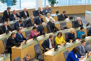 Braukia galimybę Seimo narį skirti ministru