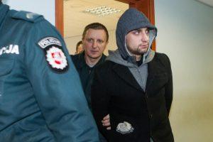 Bėglį su automatu paleidę policininkai bausmės dar nesulaukė
