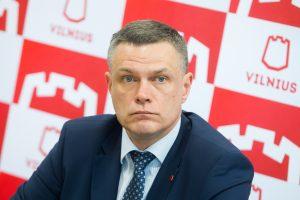 Opozicijai nepakako balsų atstatydinti vicemerą L. Kvedaravičių