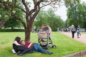 Seimas taiso motinystės išmokų mokėjimo tvarką