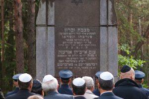 Jurbarke nuverstas Holokausto aukų paminklas
