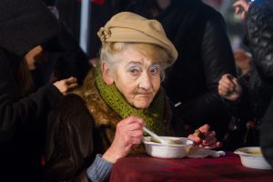 Prieš Kalėdas renka priemones vienišų senjorų kasdienybei pagerinti