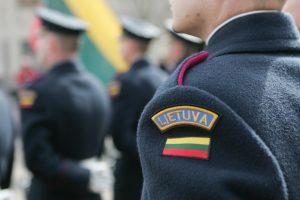 Sulaikomas neblaivus kariškis įžeidinėjo policijos pareigūnus