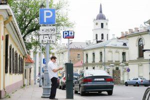 Automobiliais užgrūsti kiemai: kaip pagerinti Senamiesčio gyventojų dalią?