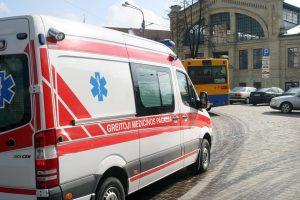 Saugos tarnybos automobilis partrenkė jaunuolį