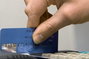 Atsiskaitantys mokėjimo kortelėmis atsisveikinimo su litu nepajuto
