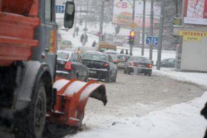 Eismo sąlygos sudėtingos dėl sniego