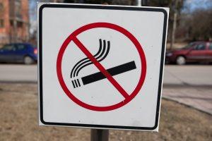 Panevėžyje uždrausta rūkyti Laisvės aikštėje ir viešojo transporto stotelėse