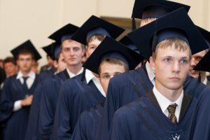 Įvertinti absolventai už miestui aktualius baigiamuosius darbus