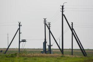 Sklypų su elektros stulpais savininkai gali reikalauti kompensacijų iš ESO