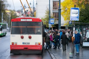 Vilniaus autobusų ir troleibusų stotelėse atnaujinta 40 švieslenčių