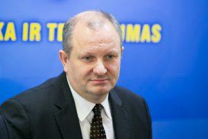 Buvusiems Seimo nariams už piketą prie prokuroro namų siūlo skirti baudas