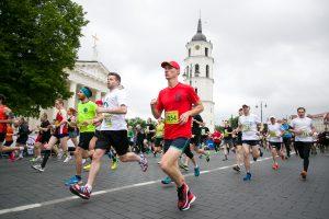 Paradoksas: lietuviai daugiau investuoja į automobilius, o ne sveikatą