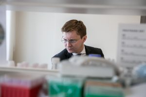 Sveikatos ministras drąsina apie korupciją pranešti pasitikėjimo telefonu