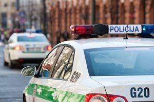 Nuo policijos bėgęs vairuotojas sukėlė avariją