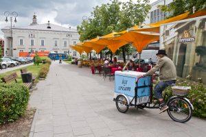 Vasarą kavinių su lauko terasomis apyvarta išauga beveik 80 proc.