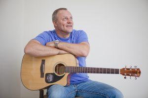 Dainininkas G. Paškevičius liko be gitaros ir kelnių
