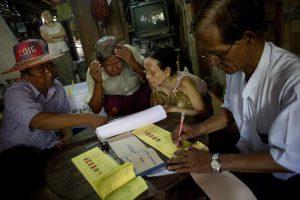 Į Mianmarą ateina demokratija