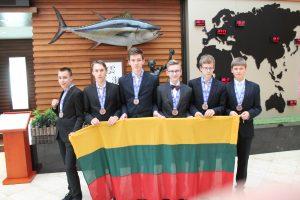 Lietuvos komanda iš jaunių gamtos mokslų olimpiados grįžta su bronza