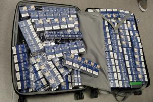 Į Londoną skrendančių lietuvių bagaže – kalnas kontrabandinių cigarečių