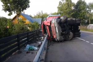 Tragiškas rytas: Trakų rajone apvirto sunkvežimis, žuvo vairuotojas