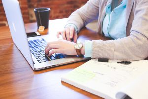 Darbdavius labiau nei rūkymas nervina darbuotojų naršymas internete