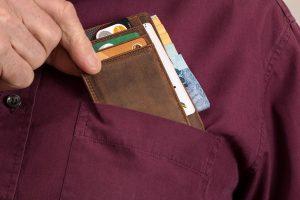 Iš vyro atimta piniginė su 3 tūkst. eurų