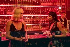 """""""Atominės blondinės"""" egzaminas aktorei Ch. Theron – seksas su moterimi"""