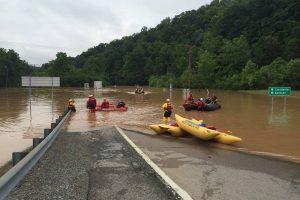 B. Obama paskelbė stichinės nelaimės padėtį: daugėja potvynių aukų