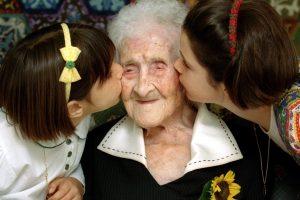 """Žmonės negali gyventi amžinai: nustatytos maksimalios amžiaus """"lubos"""""""