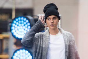 Atlikėjas J. Bieberis dėl nuotraukos su tigru užsitraukė PETA nemalonę