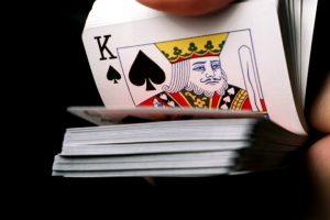"""JAV merą žlugdo """"nusirenginėjimo"""" pokeris jaunuolių stovykloje"""