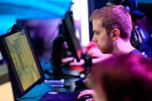 Lietuviai pirmi pasaulyje: žaidimų turnyre naudos tik mobilųjį internetą