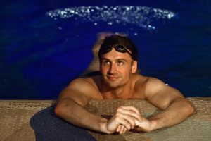 """JAV olimpinis plaukikas R. Lochte susižadėjo su """"Playboy"""" gražuole"""