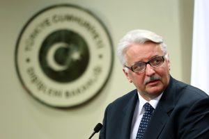 """Lenkija kaltina """"kai kurias jėgas"""", atribojusias Varšuvą sprendžiant Ukrainos krizę"""