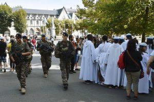 Sustiprintas saugumas Lurde, į kurio šventovę plūsta katalikų maldininkai