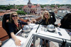 Į Vilniaus Rotušės aikštę grįžta dangaus restoranas