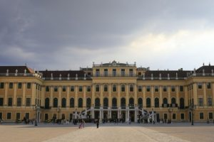 Austrijos rūmai, kuriuos įkvėpė prancūziška dvasia