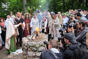 Verkiai kviečia švęsti archajiškiausią trumpiausios nakties šventę – Rasas