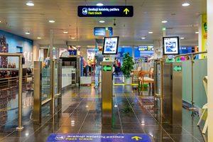 Trys patarimai, kaip sutaupyti laiko oro uoste