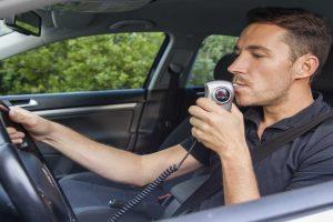 Neblaivių vairuotojų siaubas: pūsk arba...stop